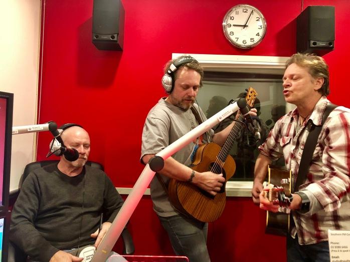 TES 88.3FM-1